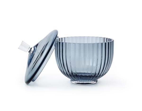 Packshot Bonbonniere Glas 14cm blue lid off
