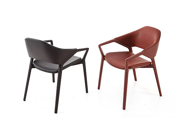 6_CASSINA_Ico chair_Ora Ito_couple