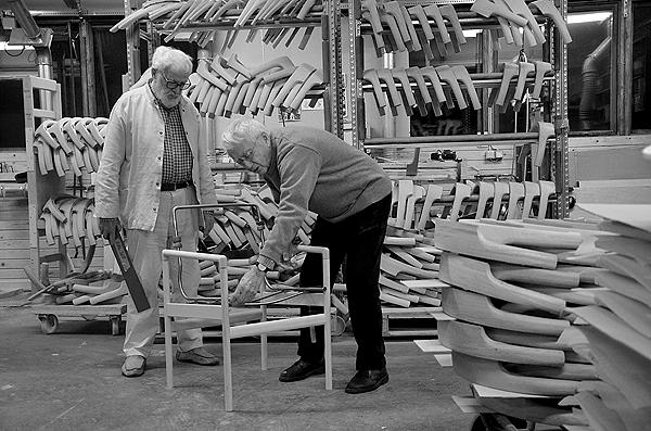 Ejnar Pedersen og Knud Holscher - Den naestsidste stol