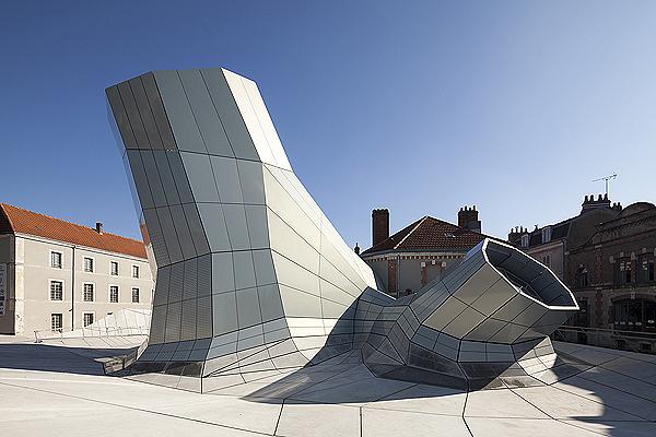 Les Turbulences FRAC Centre - (C) Jakob + Ma cFarlane -Nicolas Borel_copyright free