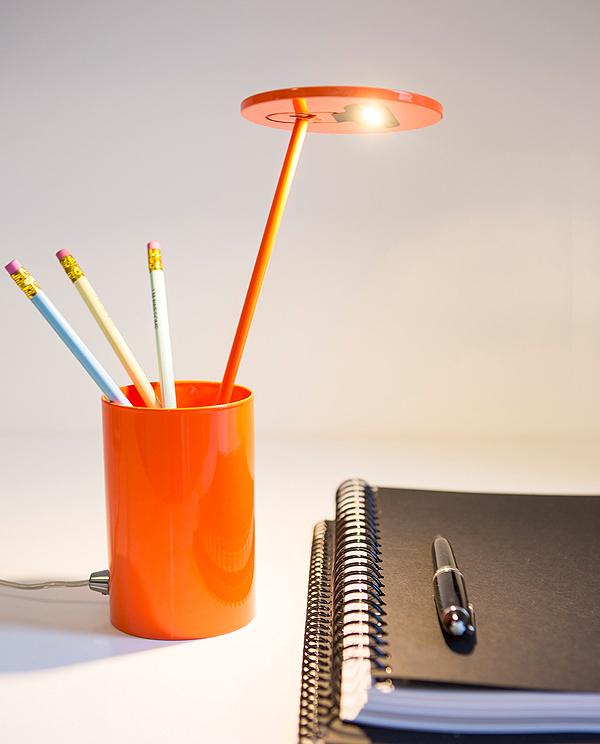 Formagenda-Benjamin-Hopf-0019-ET-Table-Lamp-Lampe-Orange-Ambiente-01
