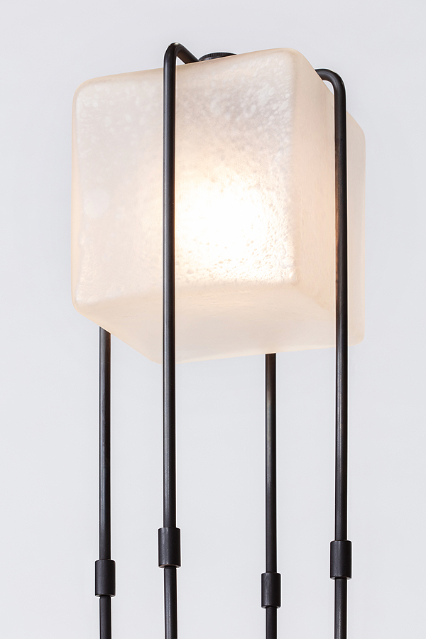 ALICE-floorlamp-on-detail-1